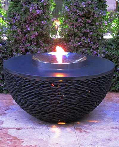 Modern exterior fire pit | the Dark Planet
