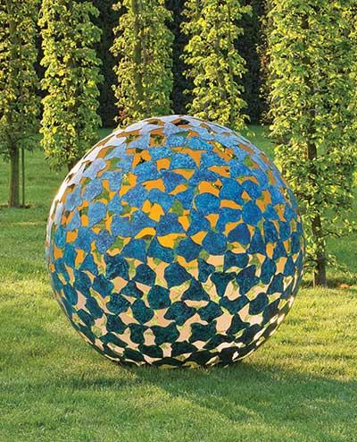 تعلم كيف تحول حديقتك الى garden_sculpture.jpg