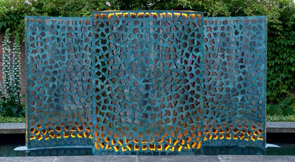 Contemporary water walls made of bronze