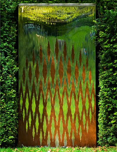 Interwoven water wall