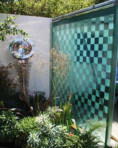 Water wall made of glass etched with a checkerboard pattern